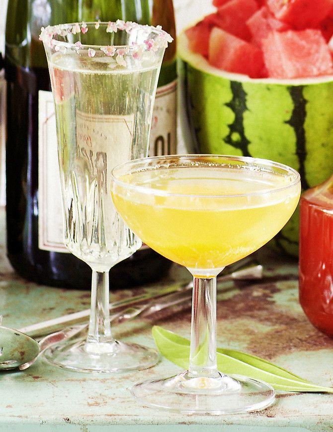 Kirpeä siirappi maustaa kuohuviinin ihanasti! Tarjoa tervetuliaismaljana tai tuunaa tusinakuohuvat paremmiksi.