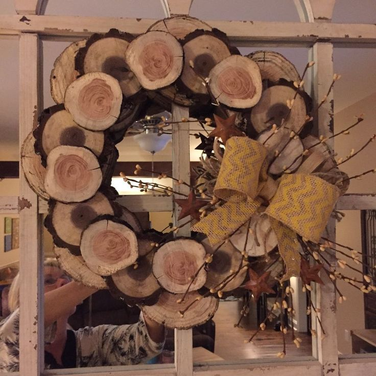 How to Make a Winter Wreath From Wood Slices!