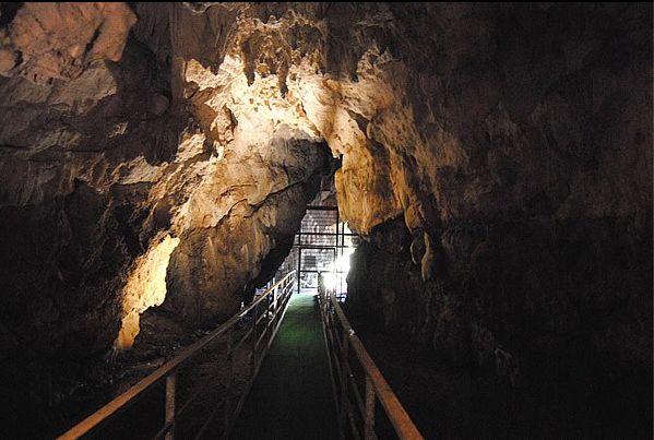 Tra le più belle #grotte del #Lazio #Italy - La Grotta dell'Arco di #Bellegra (RM)