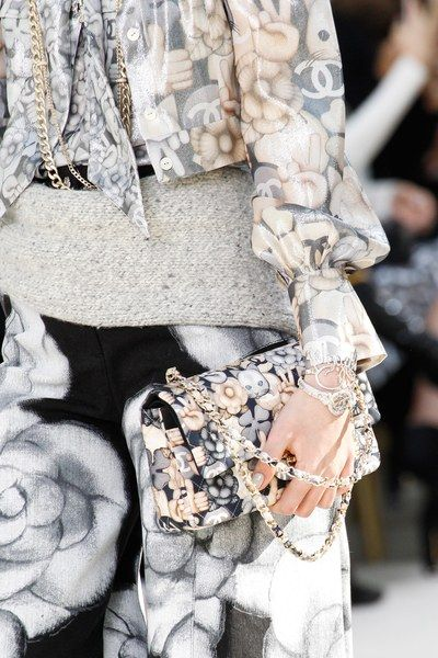 A detailed look at the Chanel Fall 2016 fashion show