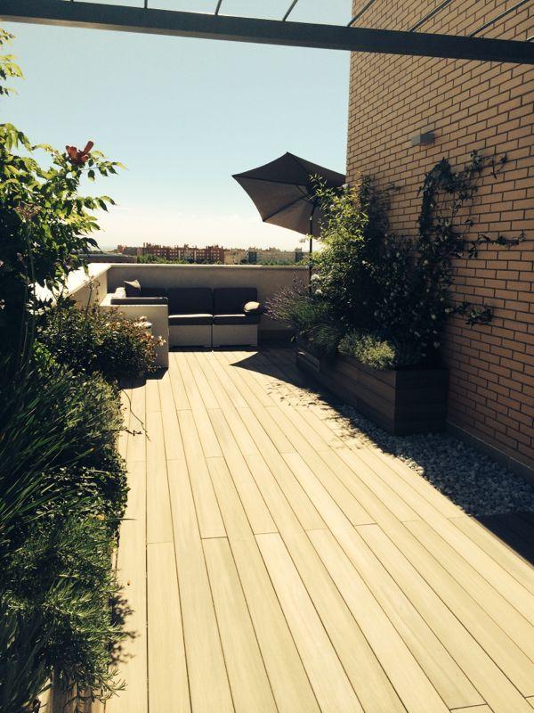 Madera tipo composite para exterior en atico paisajistas for Decoracion exterior jardin