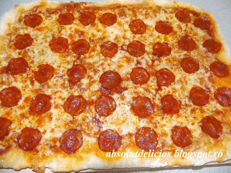 Absolut Delicios - Retete culinare: PIZZA CU CARNATI PICANTI