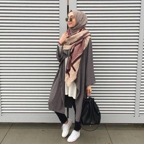 sporty hijab chic style, Sporty hijab street style http://www.justtrendygirls.com/sporty-hijab-street-style/