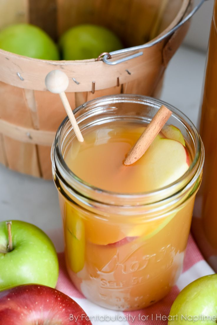Thanksgiving Punch Recipe... enjoy all the best flavors of autumn with this amazing, delicious drink!
