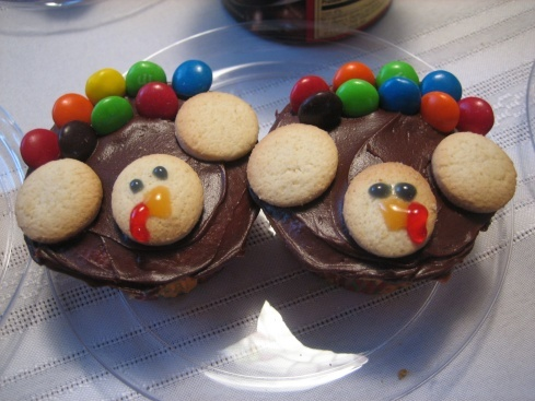 Super cute Thanksgiving Turkey cupcakes!