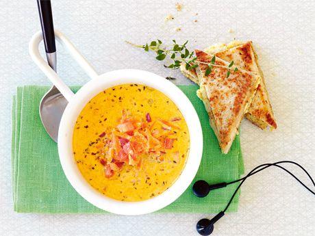 """Härligt """"tuggig"""" och kryddgod morots-soppa som landar mjukt i magen hos både stora och små skedhanterare."""
