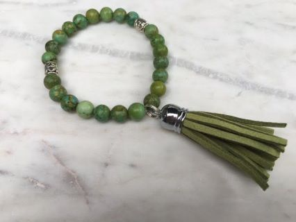 Simply Single Tassel with dyed Howlite Bracelet Just choose your colour  Elasticised bracelet will fit most wrist up approx  17-18cm   All Savannah Rose Jewellery is lovingly handmade from my wee studio at home just for you.  Made in New Zealand  Enjoy !