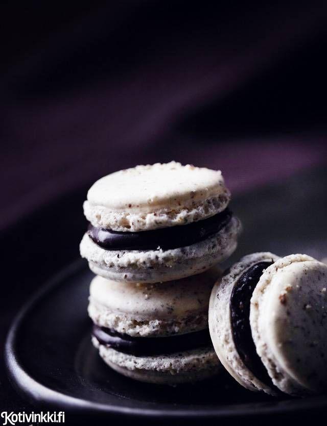 Macarons suklaa-pähkinätäytteellä. Macarons with nutty chocolate filling. Kuva/pic Riikka Kantinkoski.  #christmascookies #macarons