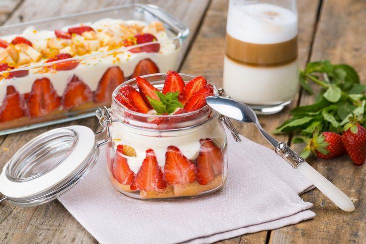 Prajitura cu iaurt si capsuni