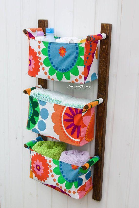 Mudando os acessórios almofada titular - unidade de parede com 3 bolsas - acabamento porca escuro com flores coloridas, círculos de tecido