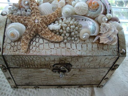 #idea da copiare. Prendete un #cofanetto e incollate a piacere le #conchiglie che avete precedentemente raccolto adorned with the sea.