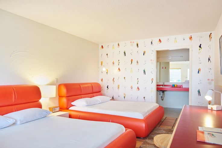 The Rejuvenated Austin Motel Welcomes Guests With Upbeat, Midcentury-Modern Vibes - Dwell