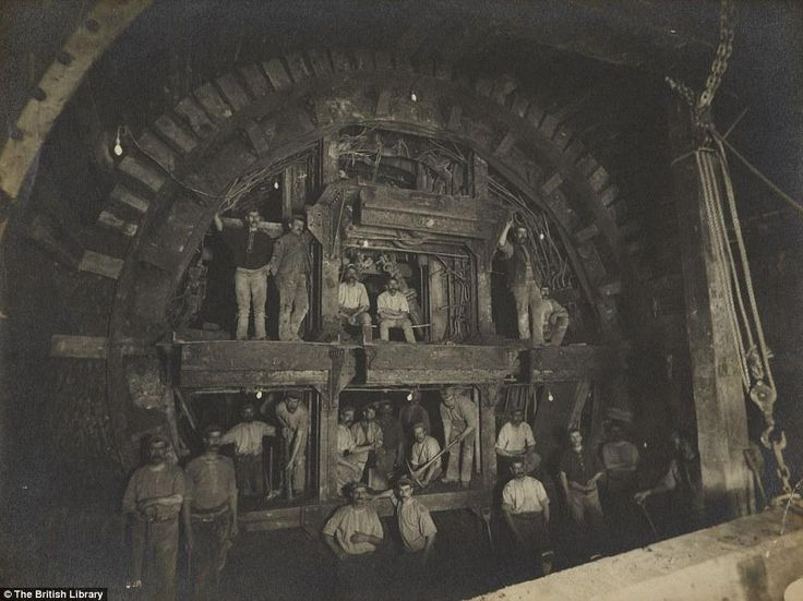 The building of the Central Line in 1898.