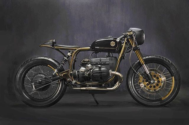 Today on returnofthecaferacers.com - The @matteuccigarage BMW R80ST that turned more heads than the manufacturer's latest models at EICMA 2016.  #motorcycle #caferacer #custom #bmw #italy #eicma
