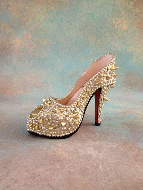 Fondant/gumpaste shoe cake topper by cakedreamsbyiris on Etsy, $75.00