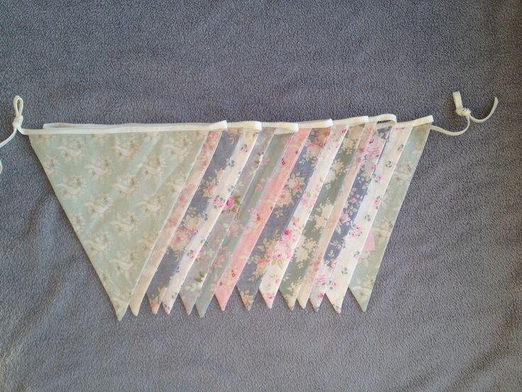 Geef je huwelijk een extra decoratieve toets met deze romantische vlaggenlijn.