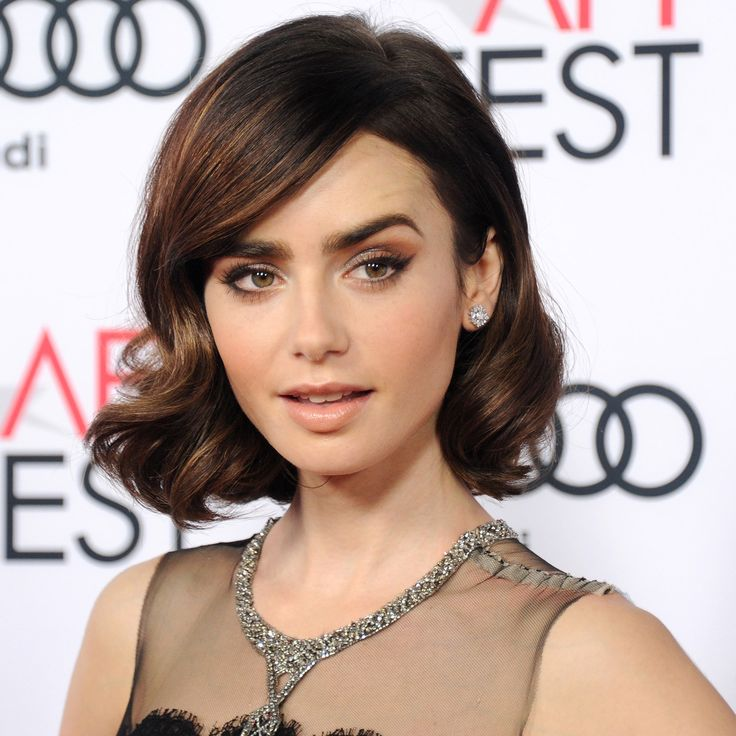 Is there makeup more lovely for nibbling canapés and sipping Grand Cru? Lily Collins's brow bone is sculpted with a dusty mauve, flicked the most perfect cat eye, and finished with a whisper-soft pink satin lip. Swoon.