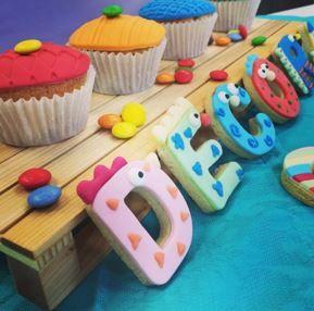 #decora con noi i tuoi #cupcakes!! I fogli decorativi sono ideali per realizzare delle #trame divertenti! Scoprili anche tu! Let's decorate your cupcakes! Our #decorativesheets are suitable to realize funny decorations on #sugarpaste! Try them you to!  #muffin #decoracondolcezza #cakedesign #cakedecorating #cookies #royalicing #sugarpaste #bisquits