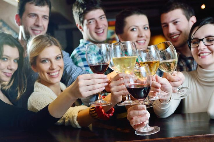 7 French Etiquette Tips For Drinking Wine - Learn French