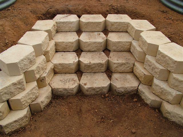 17 Best ideas about Retaining Wall Gardens on Pinterest ... (Cinder Block Patio Step)