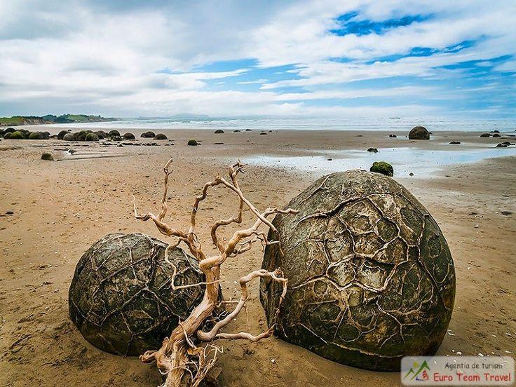Moeraki Boulders (Oua de Dragon), Plaja Koekohe, Noua Zeelanda Bolovani de pe aceasta plaja din Noua Zeelanda sunt bile din roca sedimentata ,bolovani obtine sunt neteziti de valurile puternice ale oceanului.