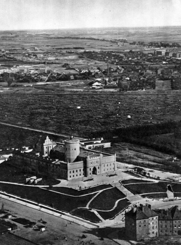 Lublin castle late 50's, early 60's, a park and new streets cover what used to be the Jewish district.