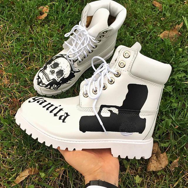 Внимание! Зимние ботинки в наличии!  Сегодня в продажу поступили зимние белые ботинки и вы можете заказать любой рисунок! ☎️8(800)7773-204 🕐12:00-19:00 Мск 📲8(906)7681-204 🕐24/7 WhatsApp 📅 Исполнение заказа 3-5 дней 💯 Гарантия качества ❗️ #студиядизайна #кастом #кастомайзинг #ручнаяработа #арт #лофт #стритвейв #росписьобуви #росписькроссовок #росписьодежды