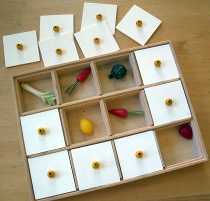 Support de mémories/Tactile memory game.  Repin from Site enfant-aveugle.