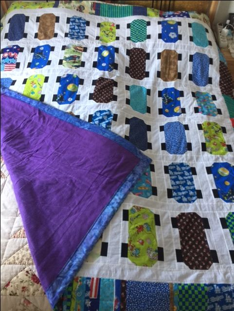 Skateboardquilt. I saw a video on misouri starquilt company and made up my own from scraps and plain white. The border is my own idea, as well as the binding solution. Fleece background so no batting. Simple boy-ish quilting.