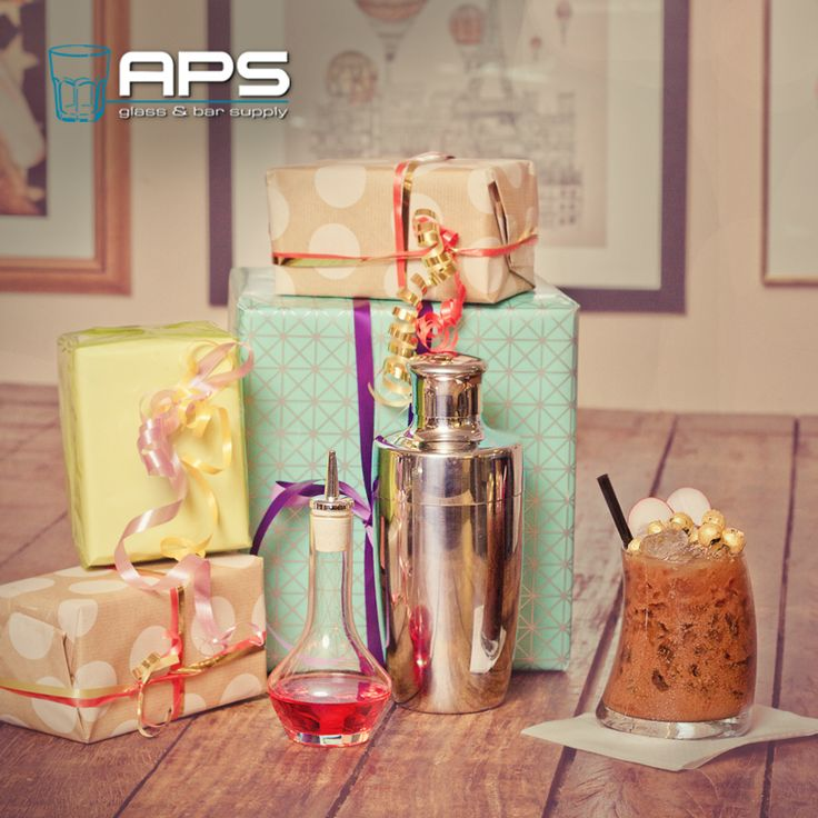 Heb jij al een kerstpakket voor jouw team en businesspartners uitgekozen? Kom gerust langs, neem contact op of kijk online op onze webwinkel op www.apssupply.nl en stel een eigen kerstpakket samen. Bijvoorbeeld een bartender kerstpakket met shaker, barspoon, mixingglas & glazen jigger, een mooie glazenset of een ander eigen samengesteld kerstpakket.   Kerstpakket samenstellen: www.apssupply.nl   #bar #inspiratie #mixology #glaswerk #glassware #aps #kerstpakket #kerst #kado #cadeau