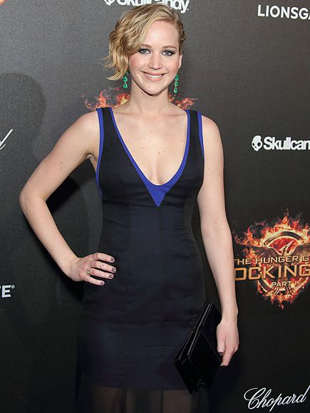 Jennifer Lawrence, Pop Star? Her Hunger Games Song Is a Top 40 Hit http://www.people.com/article/jennifer-lawrence-sings-hunger-games-song-hanging-tree-top-40-hit