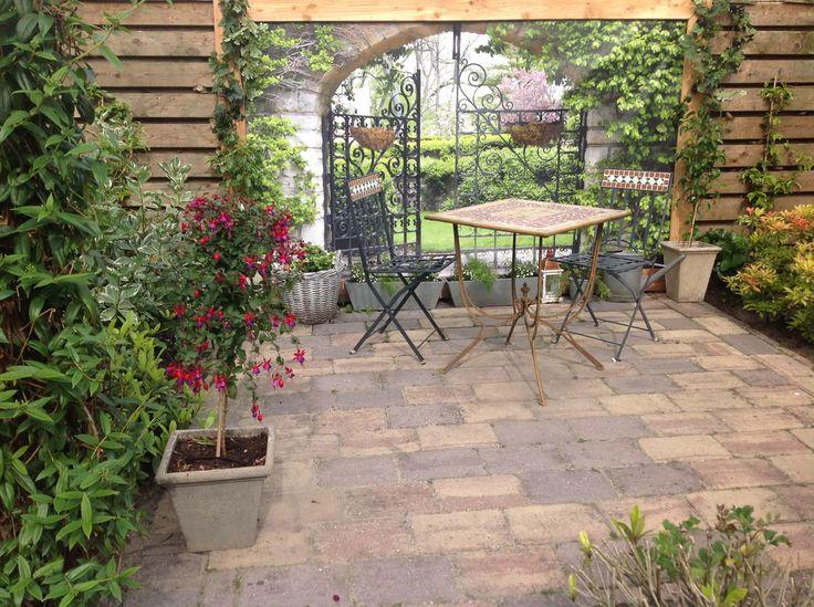 Heel erg gezellig zitje geworden en wát een diepte geeft deze tuinposter met IJzeren Poort!