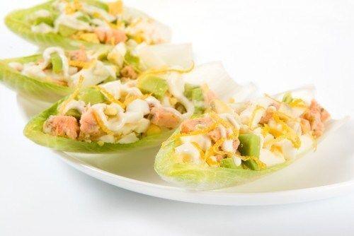 Салат из лосося с морковью и авокадо