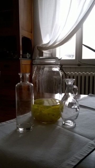 Preparazione limoncello..