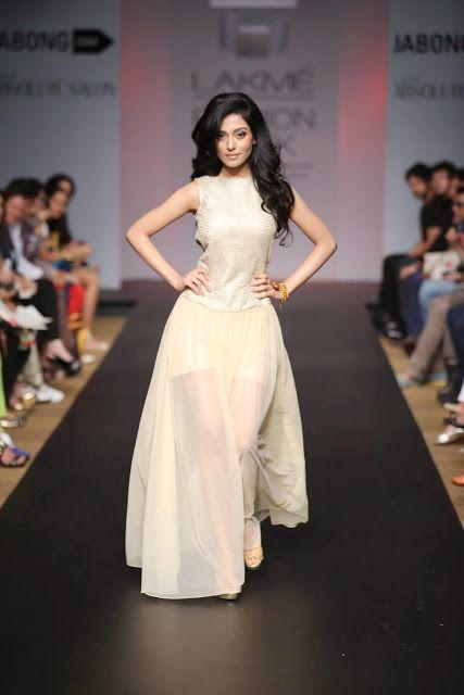 Amrita Rao at Fashion Show