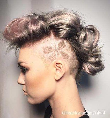Geflochtene Fauxhawk Frisuren für Damen im Jahr 2019