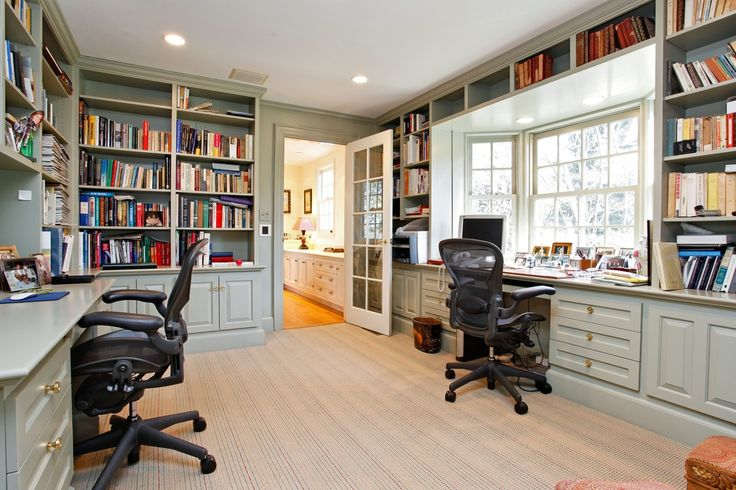 Traditional Home Office with Built-in bookshelf, Crown molding, Carpet