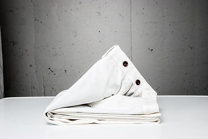 Vit fin byxa, chinos, från Oscar Jacobson. Wårdhs väljer mode i storstaden i sommar 2013 @Täby Centrum