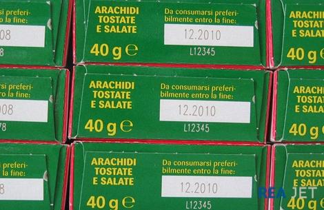 Foto: REA JET - CO2-Laser System - Kennzeichnung von Lebensmittel-Verpackungen mit dem Mindesthaltbarkeitsdatum bei hoher Taktzahl