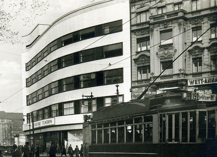 Das Cafe Telschow Am Potsdamer Platz In Den 30ern Mit Strassenbahn 191 Richtung Goerlitzer Bahnhof