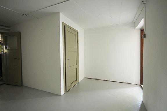 Ingången i källarhallen