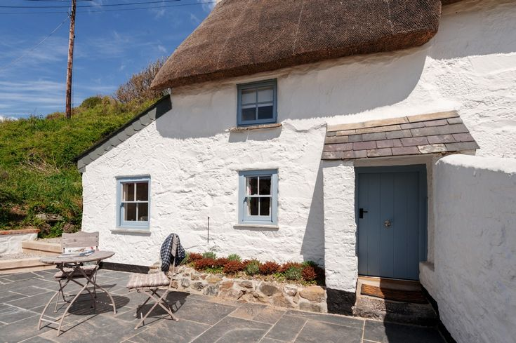 The Sea Rose, luxury self-catering cottage Cadgwith Cove, dog-friendly self-catering cottage Cadgwith Cove