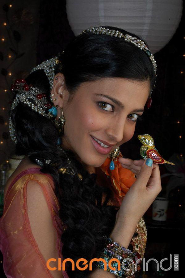 Shruti Haasan Actress Gallery - Cinemagrind.com