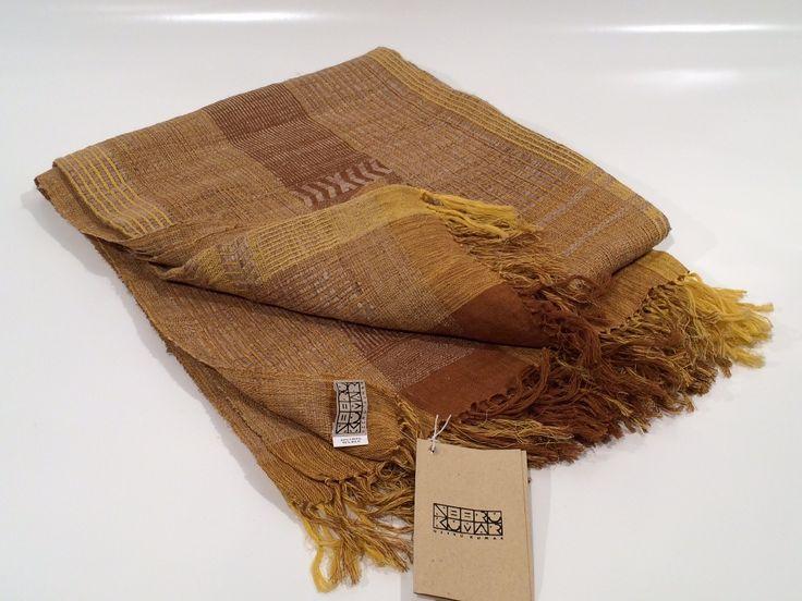 Plaid in lana e seta di stile etnico su fondo giallo - in vendita su GuarneriShop