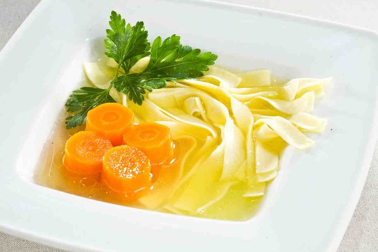 Rosół królewski z domowym makaronem #smacznastrona #przepisytesco #rosół #zupa #makaron #obiad #pycha