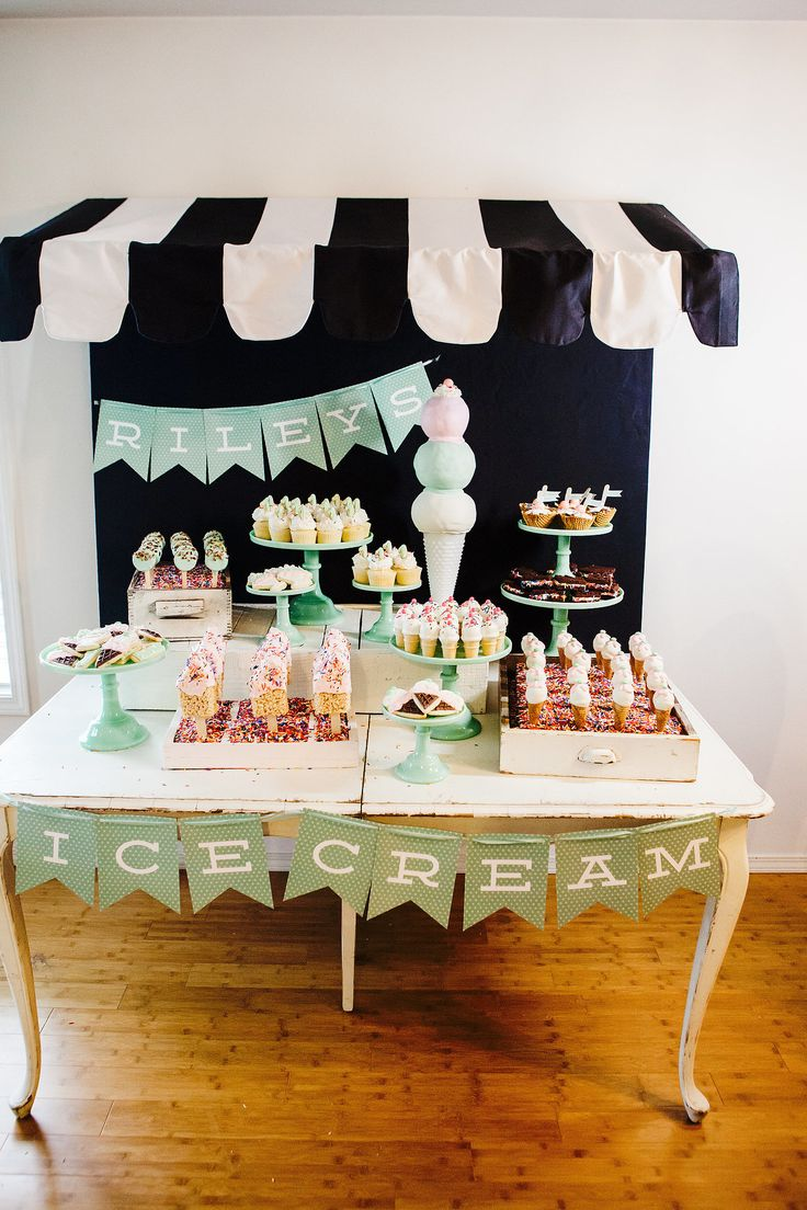 Once all the desserts were displayed, it really looked like a sweet shop!