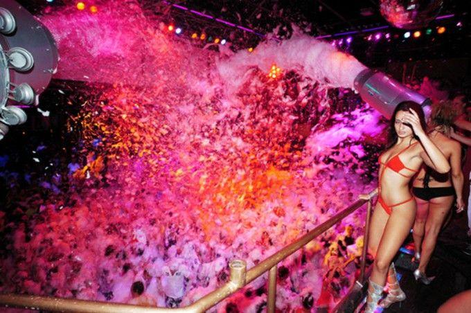クラブで死を覚悟する!?イビサ島の泡パーティがやばすぎる! | RETRIP