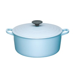 Love this blue Le Creuset, not sold in USA :(