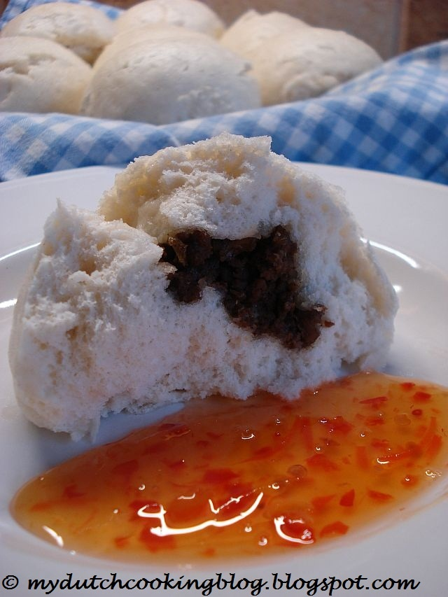 Bapao (Steamed Meat Buns)