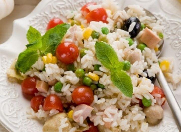 Zöldséges rizs virslivel – vacsi 20 perc alatt, mennyei falatok és hihetetlenül egyszerű recept!